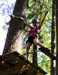 Child on high ropes at Indiana Parc