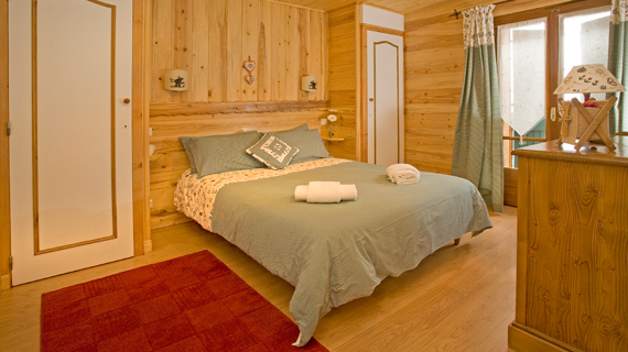 Chalet Morzine double bedroom